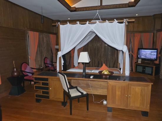 Aureum Palace Resort & Spa Inle : Dormitorio
