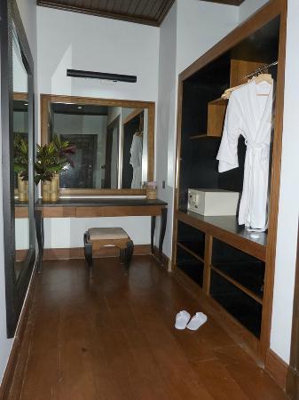 Aureum Palace Resort & Spa Inle : Zona de vestidor
