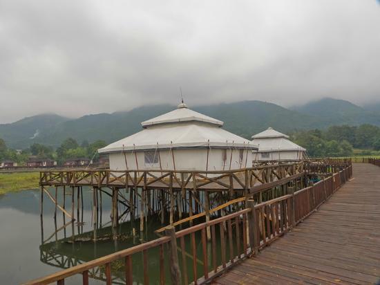 Aureum Palace Resort & Spa Inle : Suites de lona tipo palafito