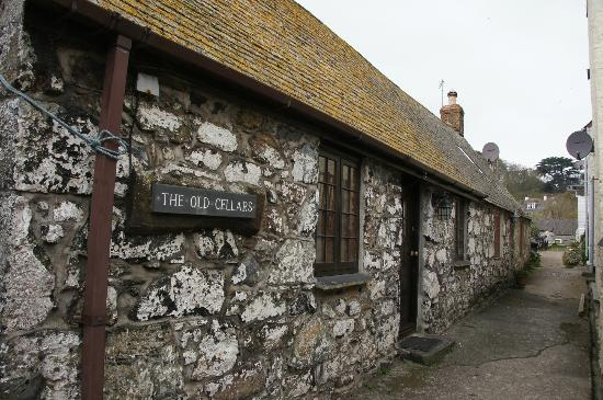 The Old Cellars Restaurant: Rear of the restaurant