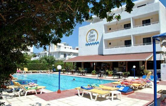 Cleopatra Classic Hotel: zona piscina-bar