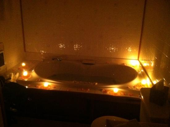 Donnas Premier Lodging Candles And Flower Petals Around Tub In Original Log Cabin