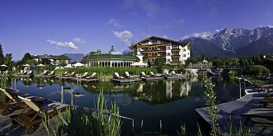 Mieming, Österreich: Naturbadeteich im Alpenresort Schwarz