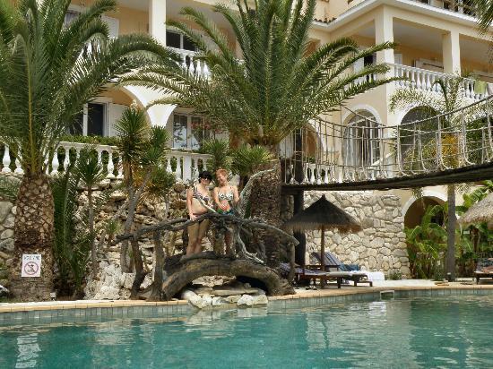 Gloria Maris Hotel: basen