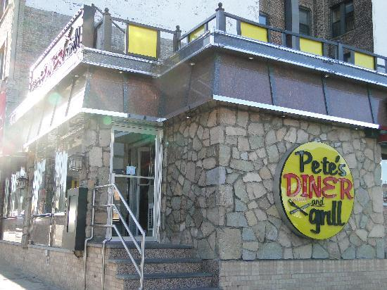 Pete's Grill: Diner from outside