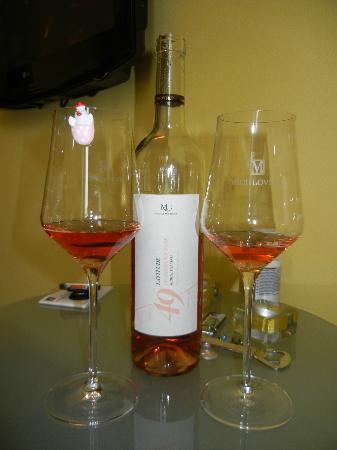 Design Hotel Romantick: Invitation wine in the room