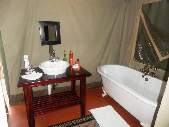 Thula Thula Exclusive Private Game Reserve and Safari Lodge: tent bathroom