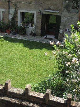 Residenza degli Angeli: View over a garden