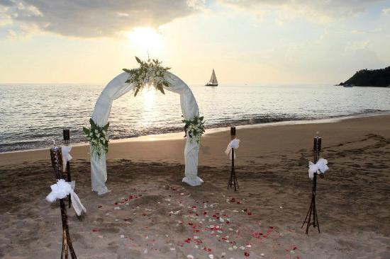 Baan Laanta Resort & Spa: Wedding ceremony on the beach