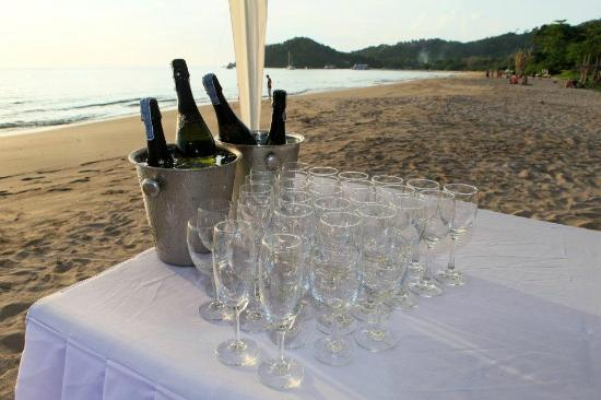 Baan Laanta Resort & Spa: At the wedding ceremony on the beach
