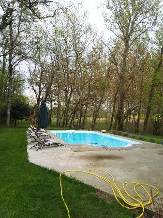 Moulin de Rocquebert: extérieurs, piscine non ouverte encore