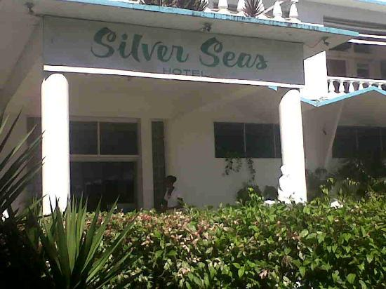 Silver Seas Resort Hotel: Entrance