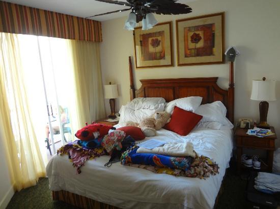 Grande Villas Resort: This is bedroom, just enough room for a night stand on each side of bed.
