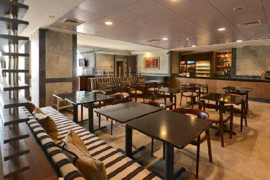 Holiday Inn Express Temuco: Cafeteria & Breakfast Area
