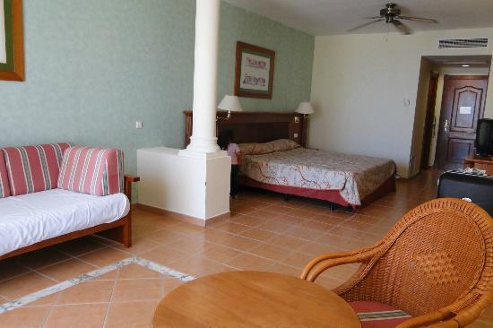 Sunlight Bahia Principe Tenerife: Habitación amplia, limpia y cómoda.