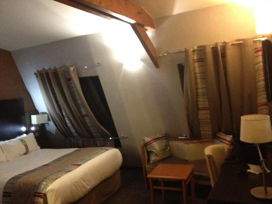 Holiday Inn Paris Montmartre: chambre joliment mansardé