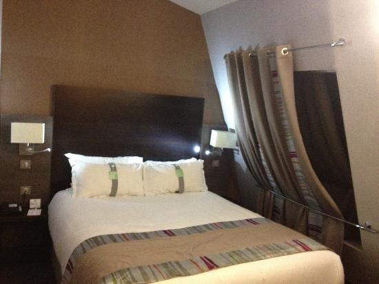 Holiday Inn Paris Montmartre: agréable lit de l'exécutive