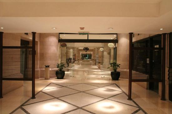 InterContinental Amman: One of the hotel aisle