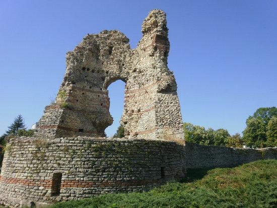 Kula, Turkije: толстые стены римской крепости