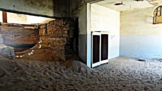 Luderitz, Namibia: sand everywhere