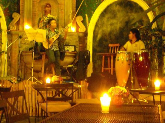 La Peña de Sol Latino : live on stage and daily change