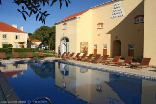 Quinta do Scoto: Pool area with Ceileiro and Manor House