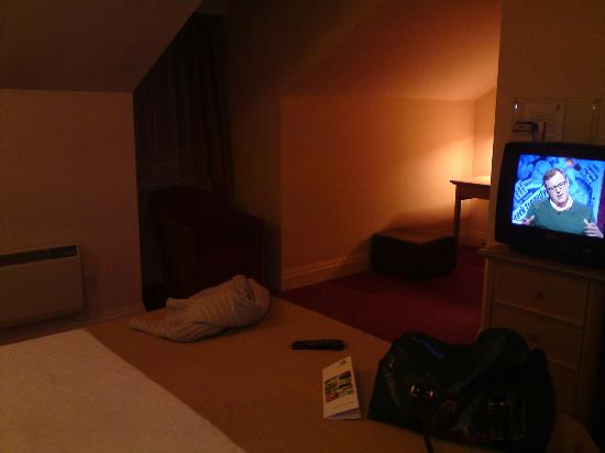 Holiday Inn Norwich North Hotel: View of room from door.