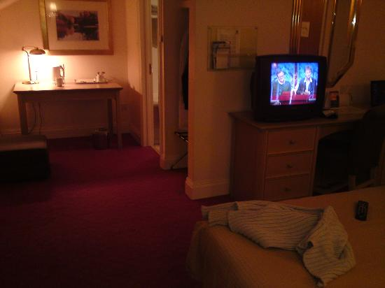 Holiday Inn Norwich North Hotel: Tea/coffee facilities and en suite door