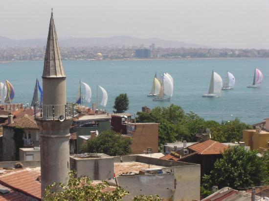 Emine Sultan Hotel & Suites: Island & Sailboats