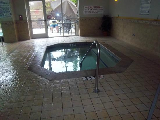 Drury Inn & Suites Charlotte Northlake: Hot tub