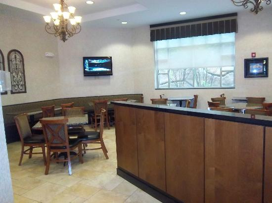 Drury Inn & Suites Charlotte Northlake: Dining/ lounge area with TV, the other side is where buffet and bar are located