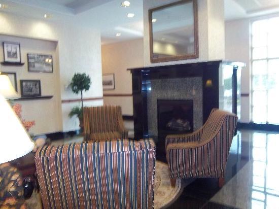 Drury Inn & Suites Charlotte Northlake: Lobby