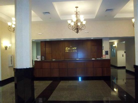 Drury Inn & Suites Charlotte Northlake : front desk