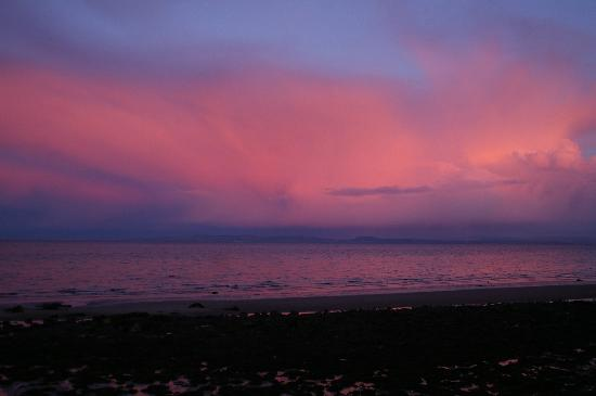Eden Lodge Hotel: Lovely sky over Whiting Bay as seen from Eden Lodge