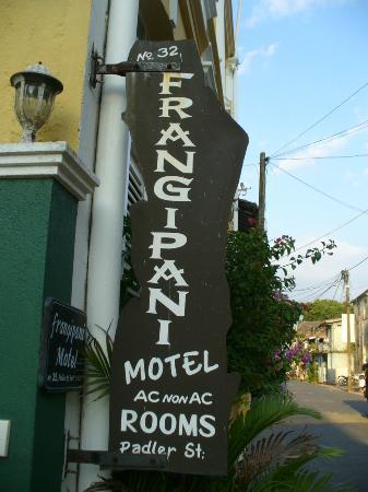 Frangipani Motel : enseigne