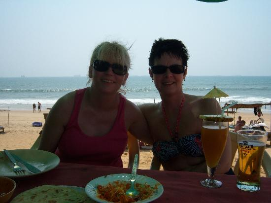 Monico's Beach Shack: Enjoying the day