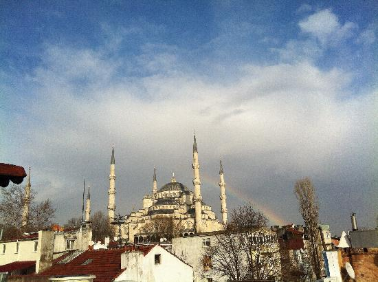 Emine Sultan Hotel & Suites: Blue Mosque with Rainbow