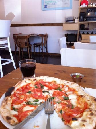 Ha'pizza: Pizza de albahaca y tomates