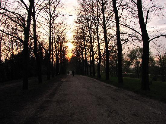 Le Mura di Ferrara: al tramonto