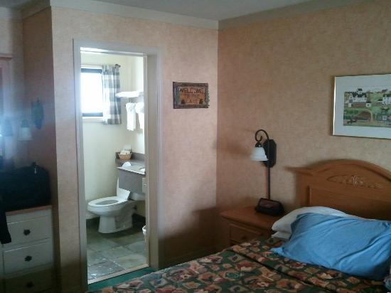 Pepper Tree Inn: The room is clean and newly outfitted