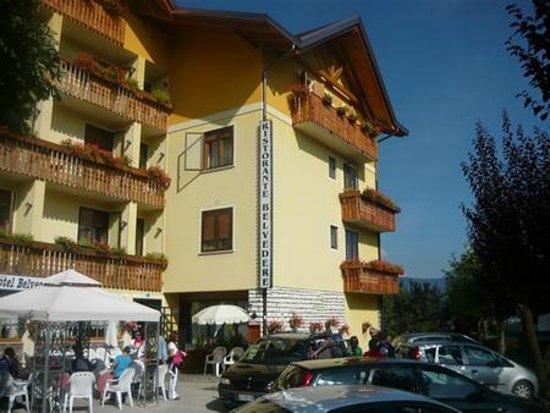 Cesuna, Italien: L'Hotel Belvedere d'estate
