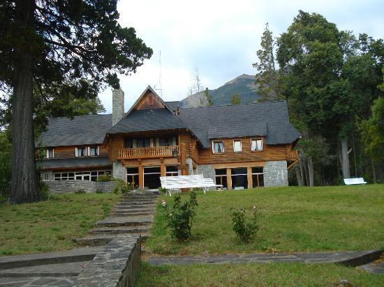 Hosteria Futalaufquen: HOTEL DESDE EL PARQUE