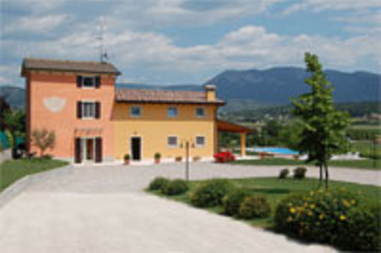 Caprino Veronese, Italy: getlstd_property_photo