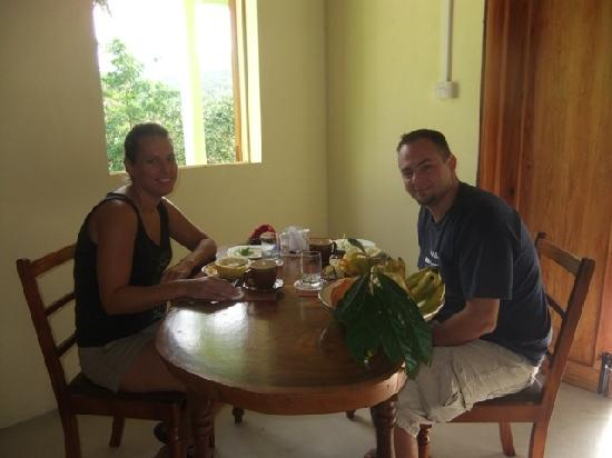 Serenity Lodges Dominica: Guest Eating
