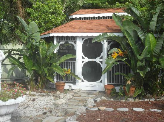 Casa Coquina Bed and Breakfast: Gazebo housing hot tub