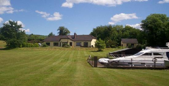 Kingfisher Lodge : The Lawn