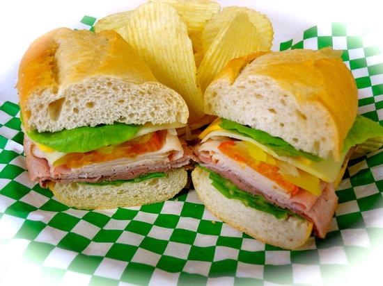 Mangiamo Market & Delicatessen: Dive Master Sandwich