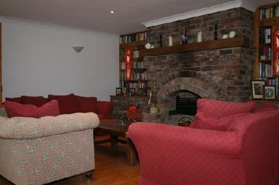 Kingfisher Lodge: Lounge for guests (view 2)