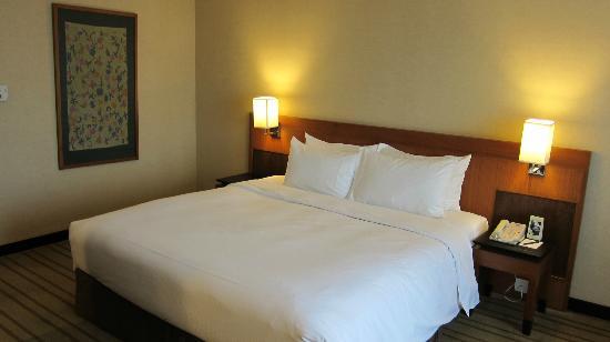 Grand Mercure Singapore Roxy: bed