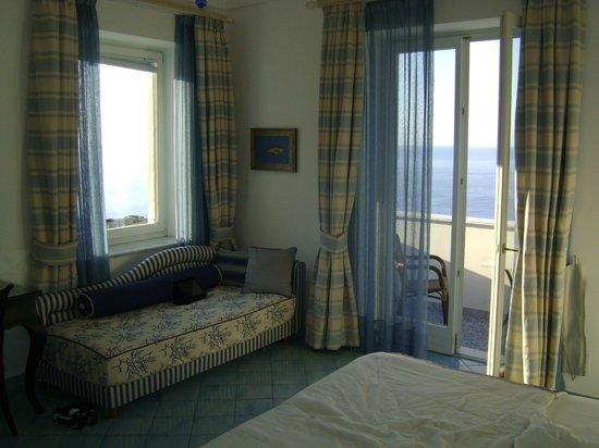 Palazzo Marzoli Resort: We had a corner room with lots of windows